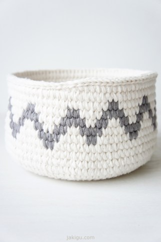 Grey chevron - join detail | crochet basket pattern by jakigu.com