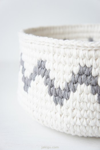 Waistoat Stitch crochet basket