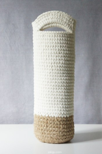 jakigu.com | Crochet Wine Bottle Bag or Cozy | crochet pattern
