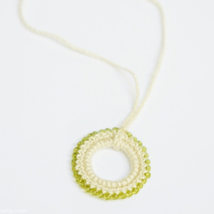 Beaded crochet pendant - free crochet pattern by jakigu.com