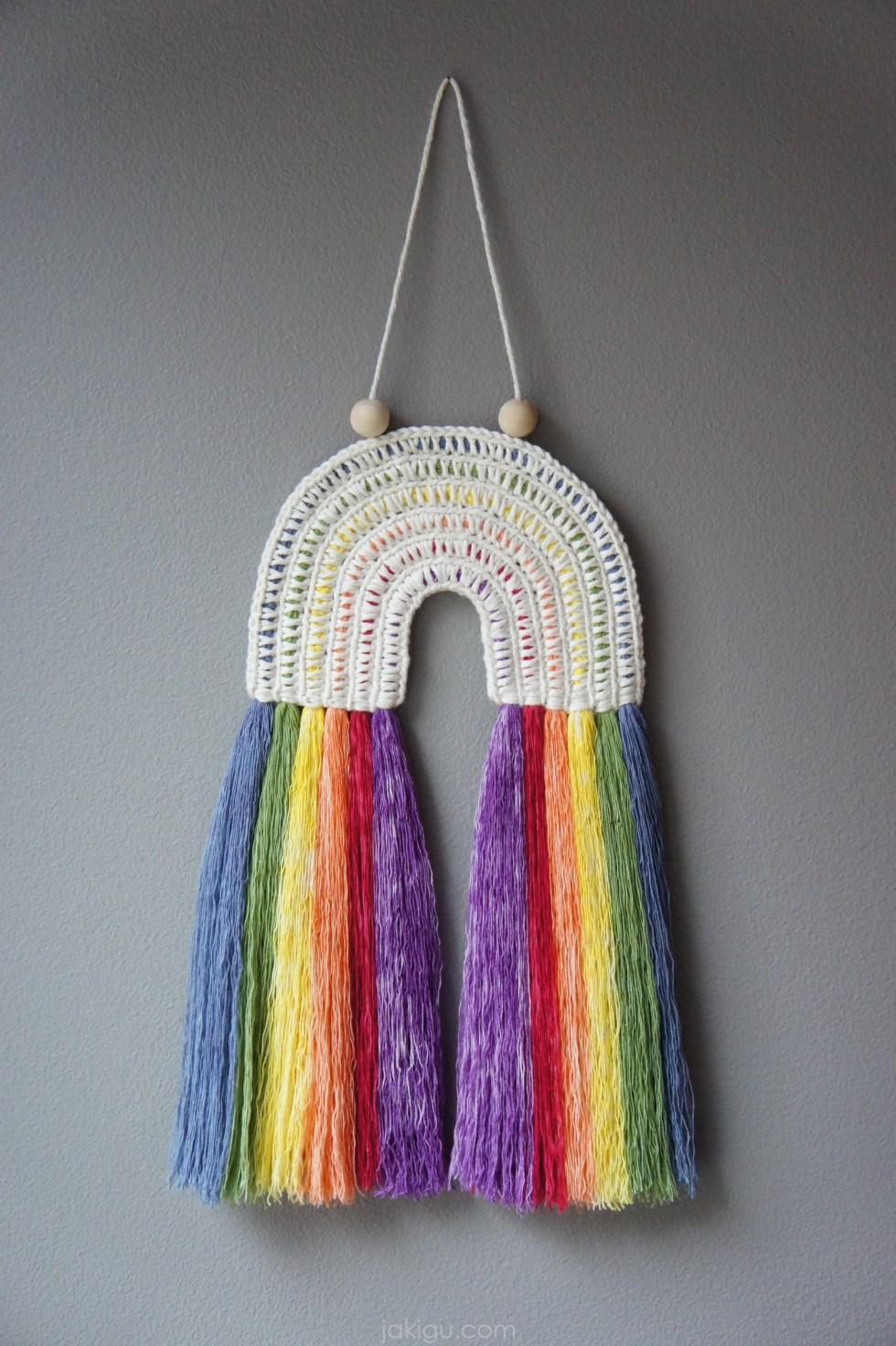 jakigu.com | Rainbow Crochet Wall Hanging | #macrachet