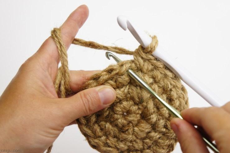 Crocheting with two hooks   jakigu.com