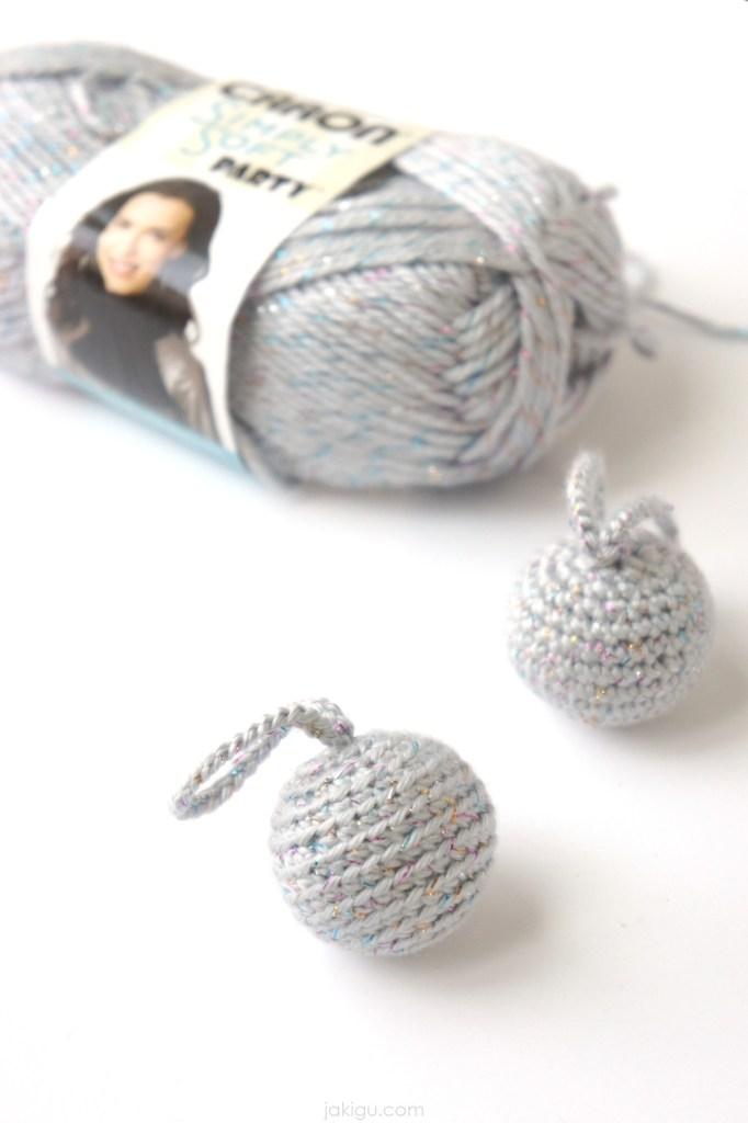 silver crochet balls & caron yarn | jakigu.com