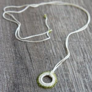 karma necklace | free crochet pattern