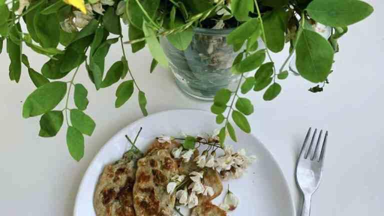 Smażone kwiaty akacji, pyszny deser prosto z łąk