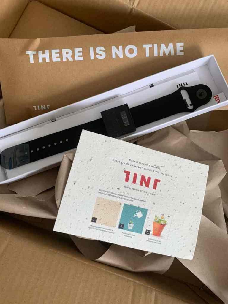 Tint, zegarek less waste