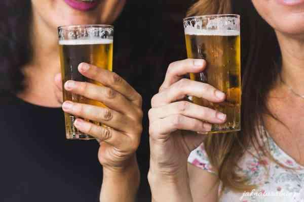 Płukanka z piwa do włosów na blask, objętość i wypadanie