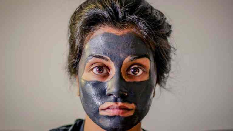 DIY maseczka do twarzy z węglem aktywnym
