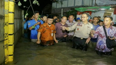 Photo of Gubernur Anies Tinjau Banjir di Rawa Terate