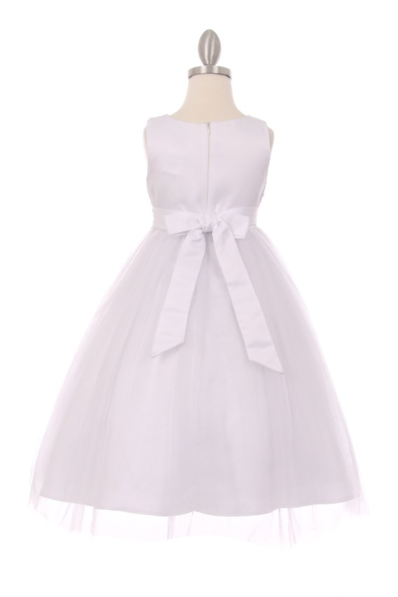white sleeveless tulle dress