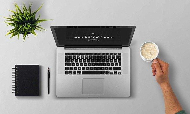 stały kontakt z autorem kursu jak zostać copywriterem i zarabiać na pisaniu
