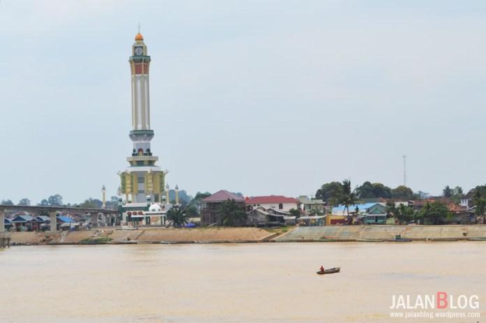 Menara Gentala Arasy Dilihat dari Tanggo Rajo, Pusat Kota Jambi