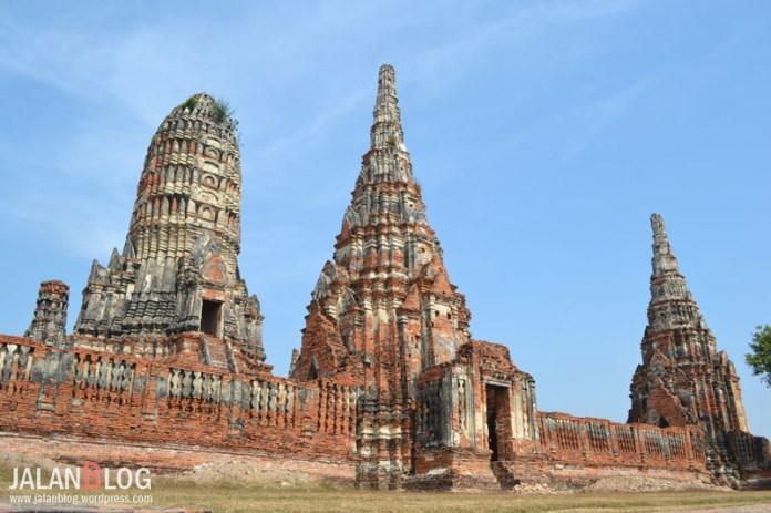 Salah satu sisi Prang Wat Chai Watanaram