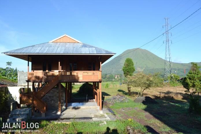 Bentuk rumah adat Tomohon ( Minahasa )