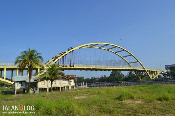 Jembatan Siak III ( sedang rusak...)