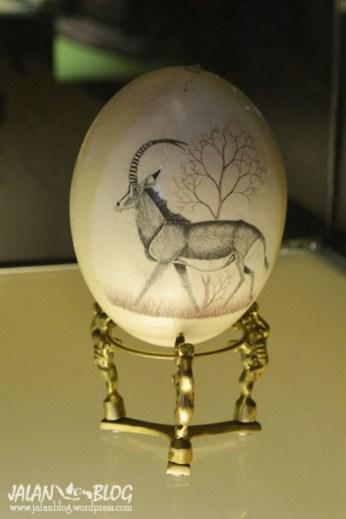 Lukisan di cangkang telur