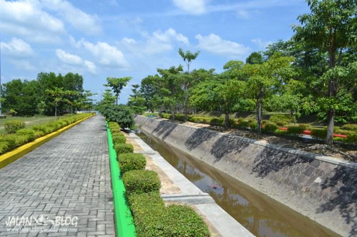 Taman Taman di Tepi Sungai Siak
