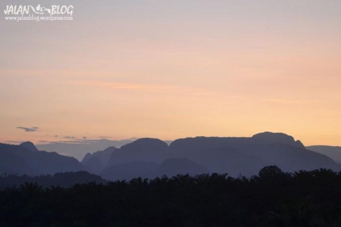 Kapur IX, Senja dibalik bukit