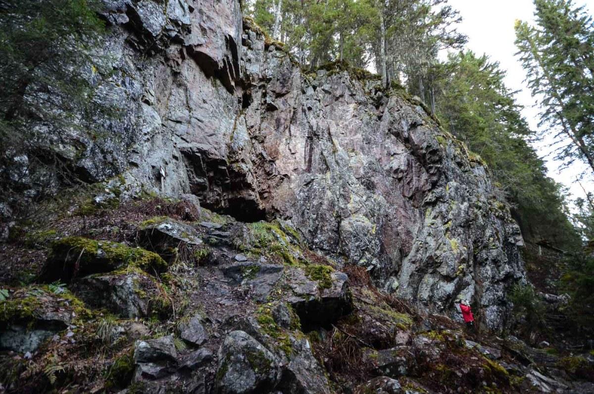 Hitonhaudan rotko ja luola. Kuva: Upe Nykänen