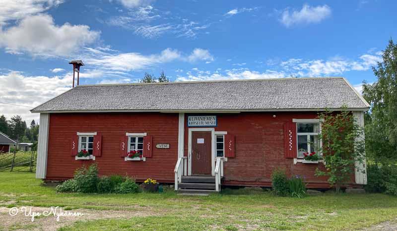 Kuivaniemen kotiseutumuseon päärakennus.