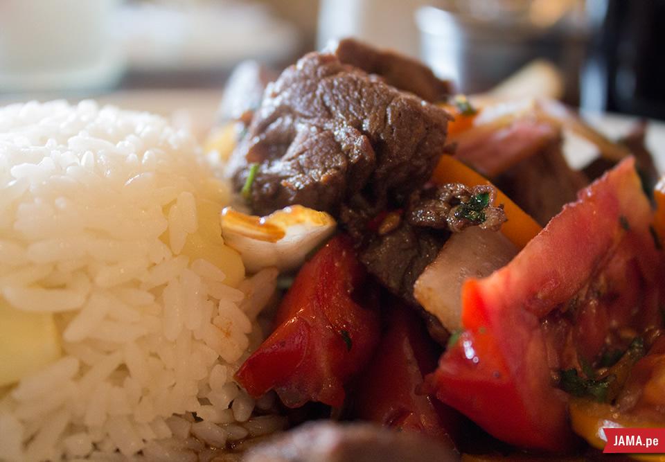 Visitando Long Horn, carnes, parrillas, Costillas, Lomo Saltado y Lasagna