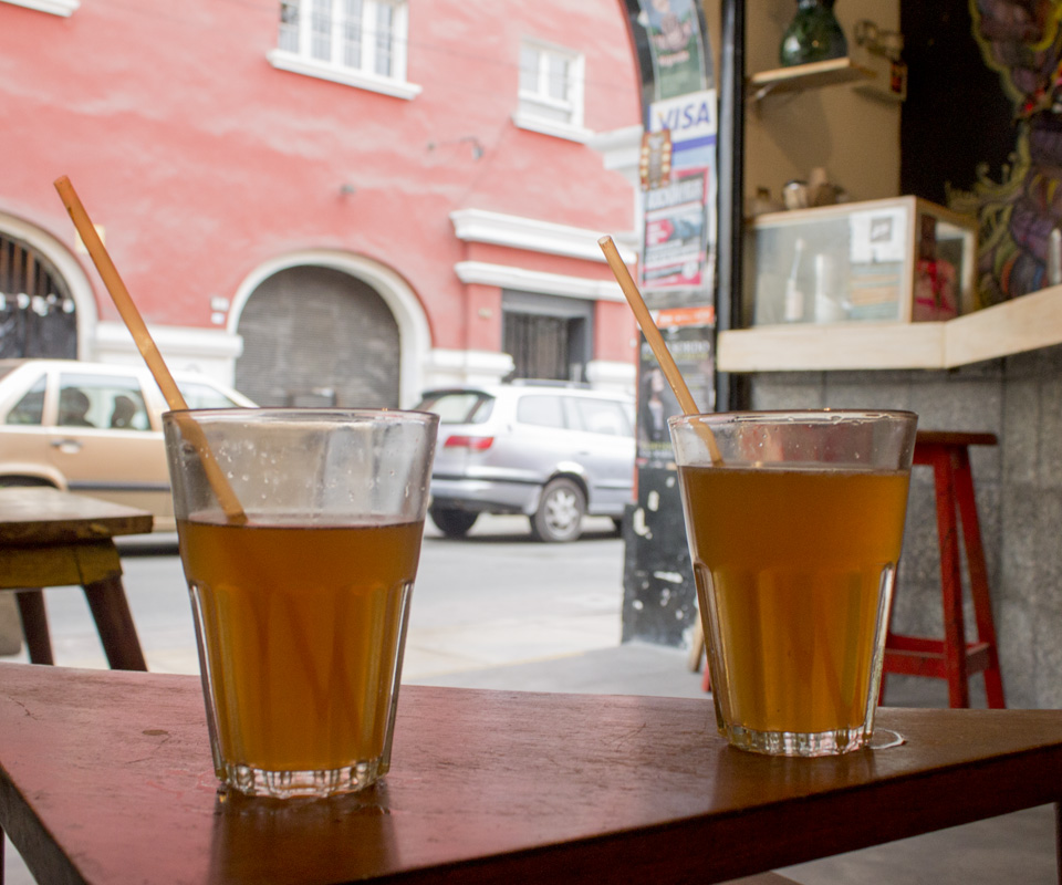 Visitando la Emolientera Bar en Miraflores