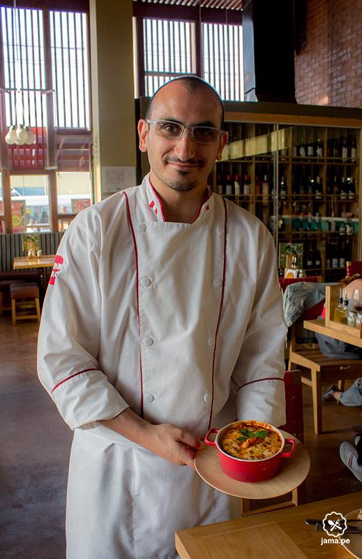 chef-italiano-con-lasagna-pizzeria-lima