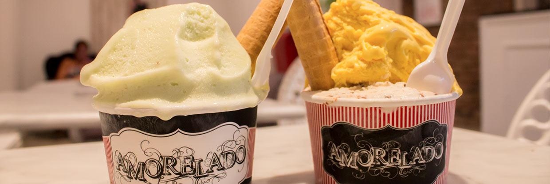 Probando los helados artesanales de Amorelado