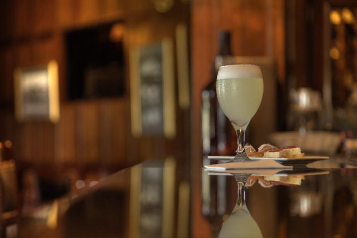 El Bar Inglés del Country Club, celebra el día del Pisco Sour con 2×1