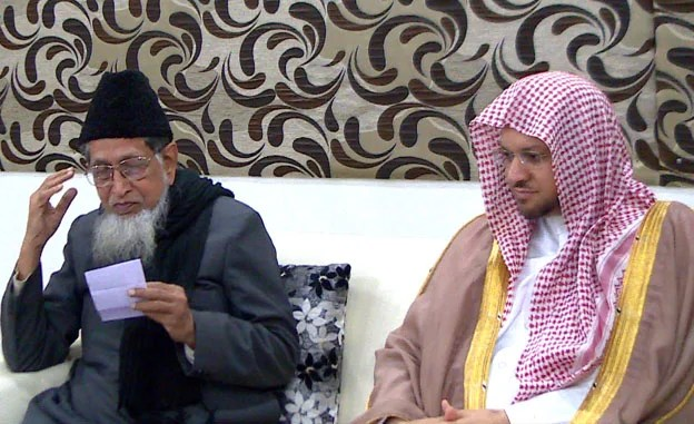 Imam of Masjid-e Nabawi visits JIH headquarters; leads Isha prayer