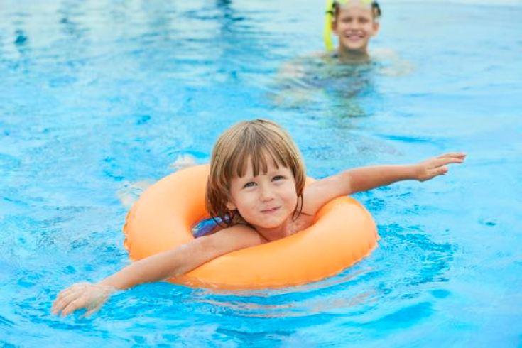 Подогреваемый бассейн с детской зоной