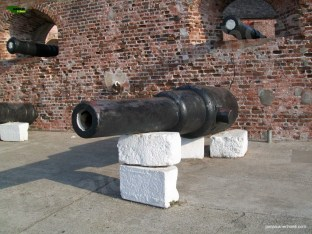 Fig4a_Fort Charles Guns1