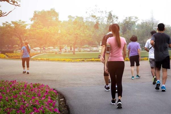 المشي حارق السعرات الحرارية ومثالي لفقدان الوزن