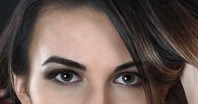 ما الذي يسبب الهالات السوداء تحت عينيك؟