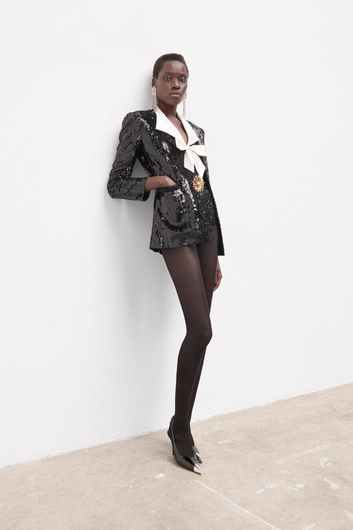 صيحة أزياء سان لوران باريس 2021 2022 أزياء خريفية تضم ملابس لامعة لامعة