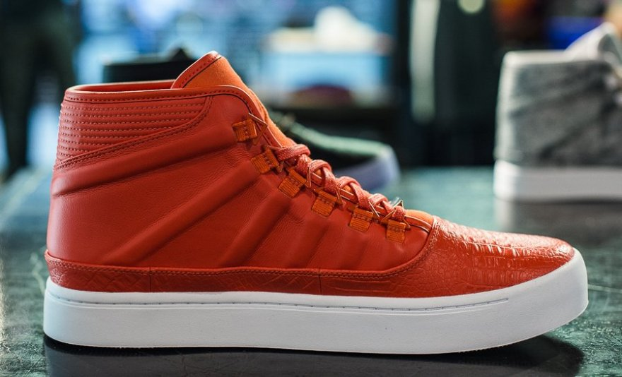 Russell Westbrook rolled out a classy Nike/Air Jordan shoe for casual wear.