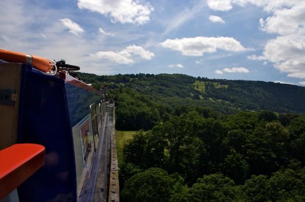 ('Crossing Pontcysyllte Aqueduct' by Marek Isalski)