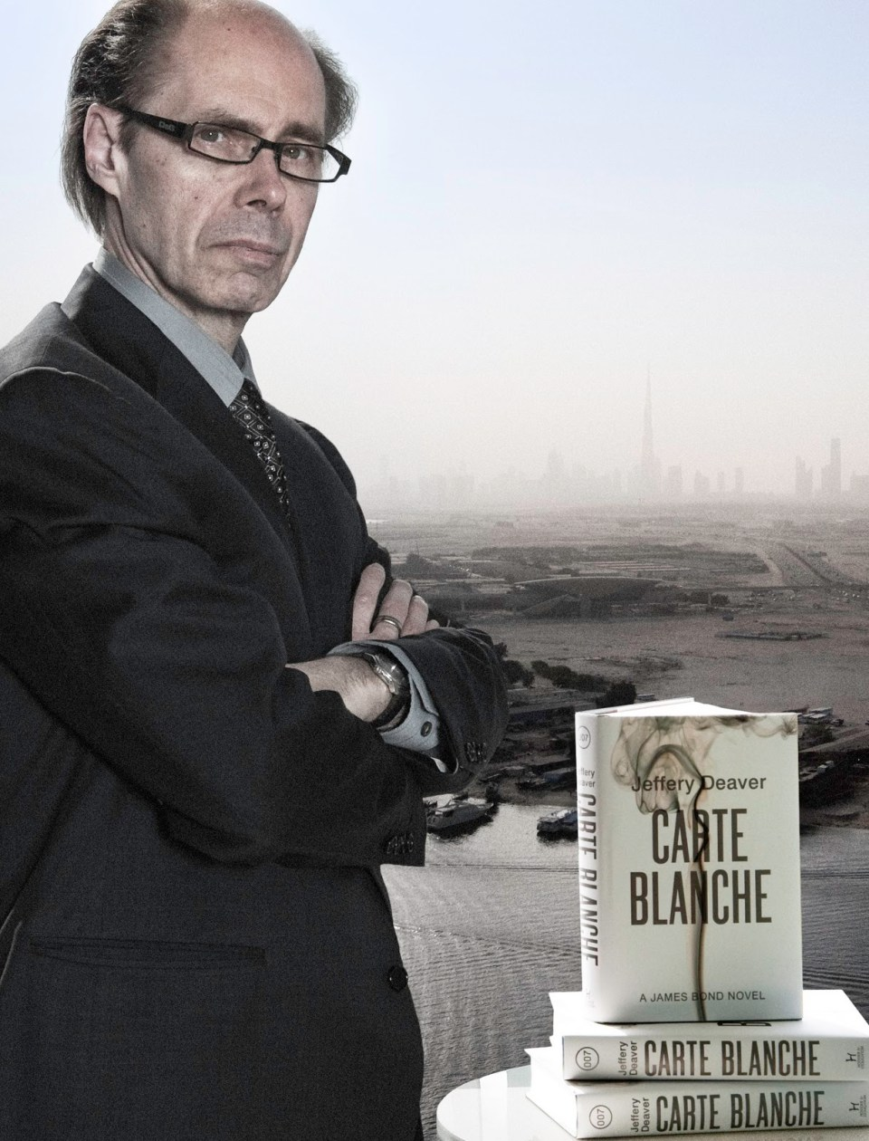 Carte_Blanche_Jeffery_Deaver_with_book_in_Dubai_United_Arab_Emirates_UK_cover_Hodder_and_Stroughton
