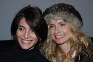 Première rencontre entre Caterina Murino et Maryam d'Abo