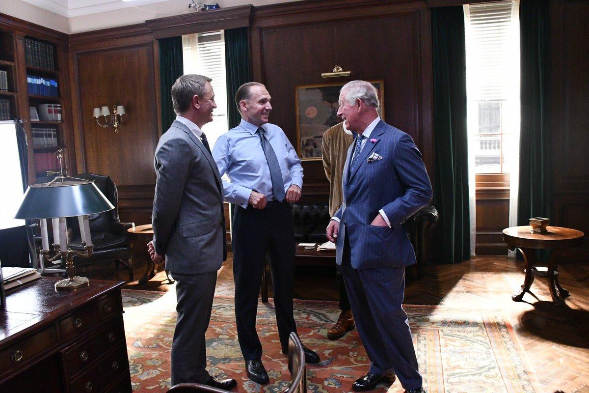 BOND 25 : Le prince Charles en visite sur le tournage (PHOTOS)