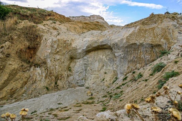 JCCI-100076 - White rocky terrain and textures in sparse landscape