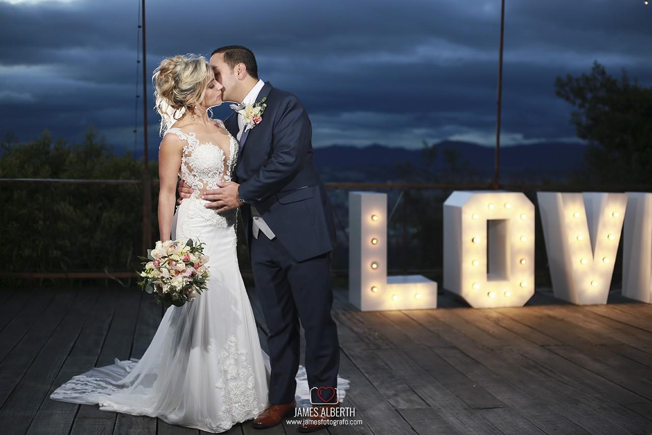 bahia-centro-de-convenciones-fotografo-de-bodas-james-alberth-tobar-fotografias-de-noche-bodas-nocturnas-bahia
