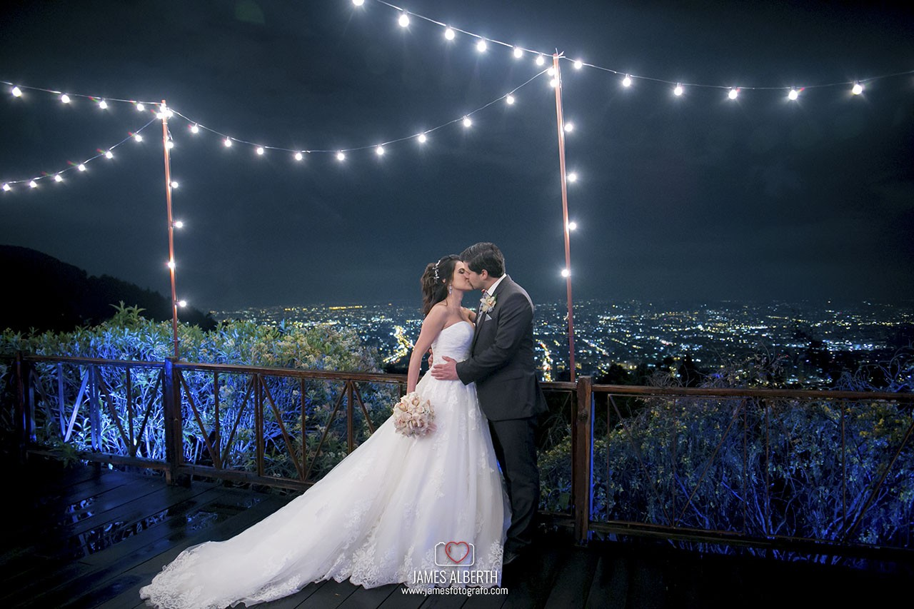 bahia-centro-de-convenciones-la-calera-fotografias-de-bodas-fotografo-de-bodas-james-alberth-bodas-de-noche-wedding-photography