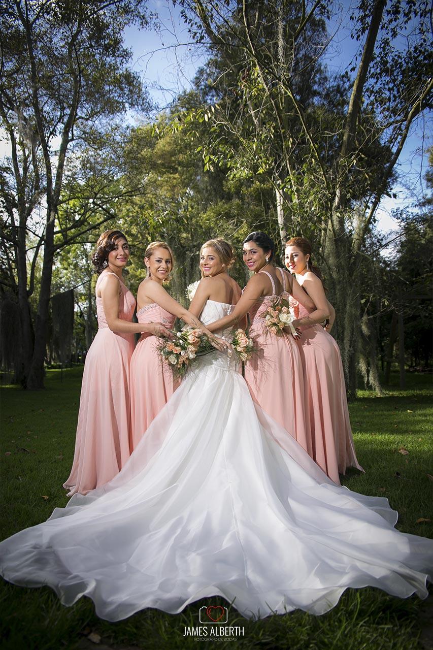 fotografias-de-bodas-vestidos-de-novias-damas-de-honor-fotografias-creativas-lindas-novias-hermosas-james-alberth-fotografo-de-bodas