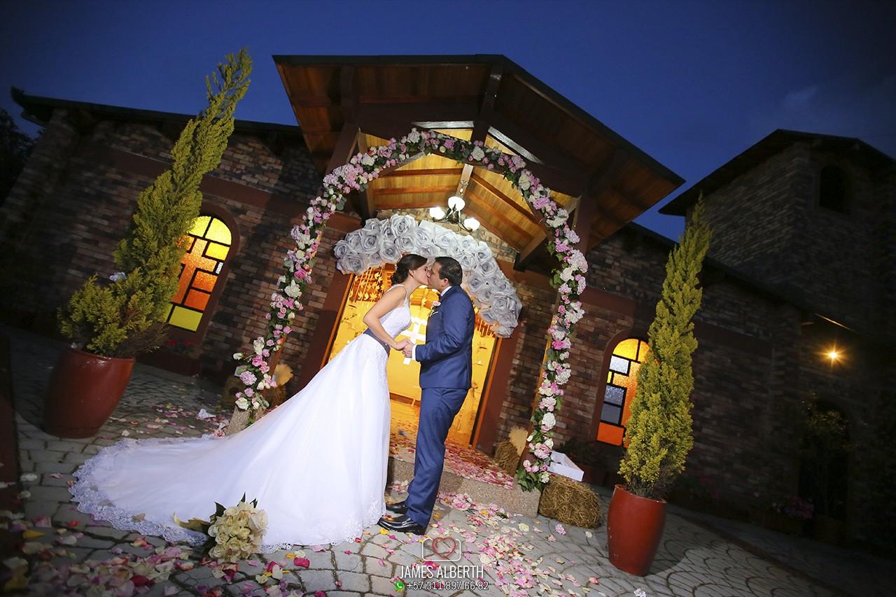 hacienda-el-trebolito-guaymaral-fotografia-de-bodas-james-alberth-fotografo-de-bodas-matrimonios-bodas-de-noche