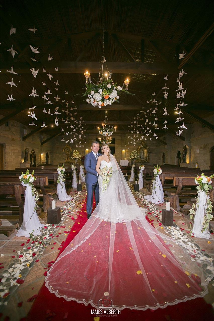 fotografias-de-bodas-vestidos-de-novias-velo-largo-mejores-fotos-de-bodas-james-alberth-fotografo-de-bodas