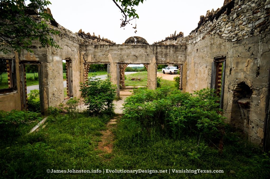 Nature's Doorway – Ed Young's Service Sation in Glen Rose, Texas - What's Left of the Inside