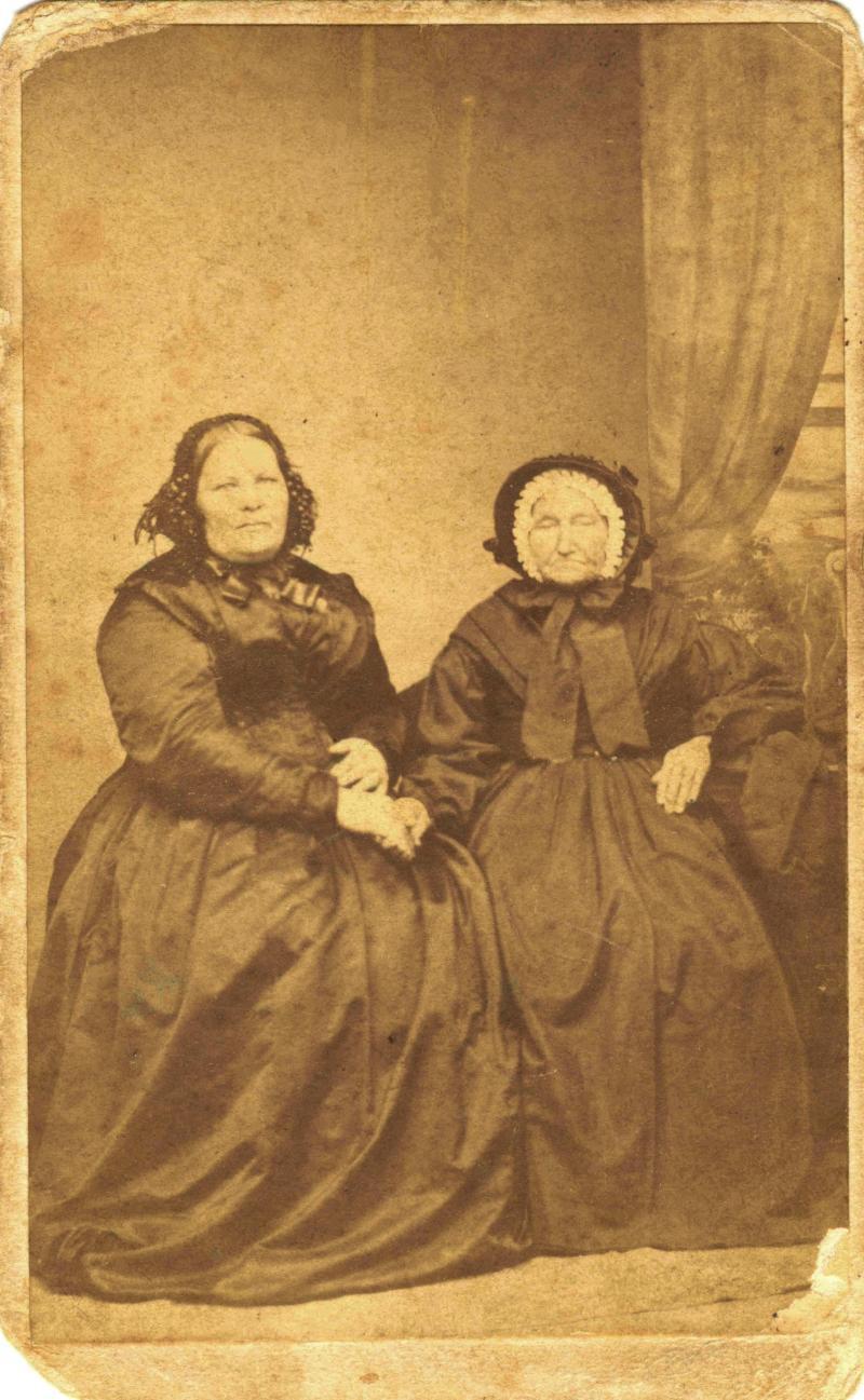 Elizabeth Hore and Ann Phibbs photo from 1865 thanks to Elizabeth Friederich