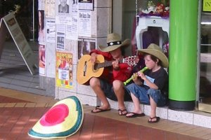 Young ones busking in Tamworth