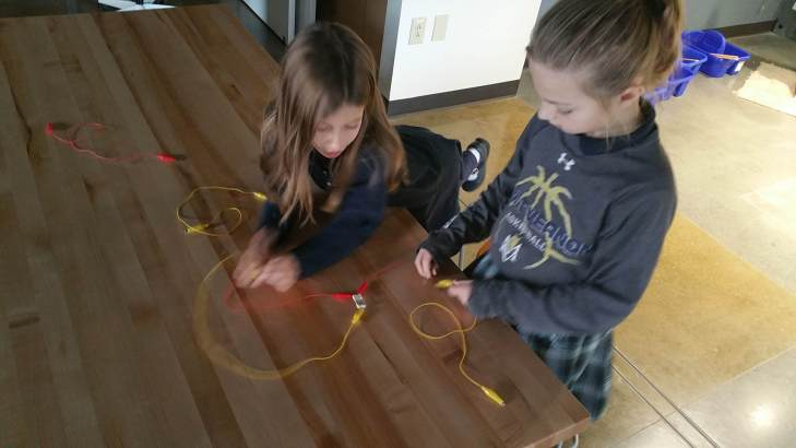 Circuit building... trying to complete a parallel circuit.